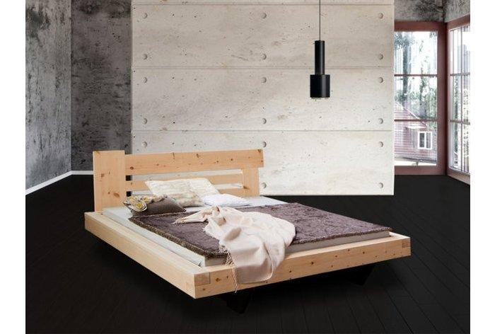 Zwevend balkenbed in massief 11cm zirben hout - hoofdbord type 3