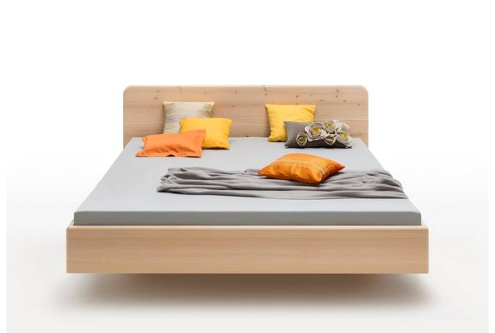 Vooraanzicht bed Lucia (hout: zirben), prachtig 'zwevend bed'