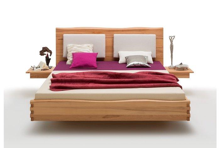 Vooraanzicht bed Veenendaal met aanhang nachtkastjes en rug steunkussens (tegen meerprijs verkrijgbaar)