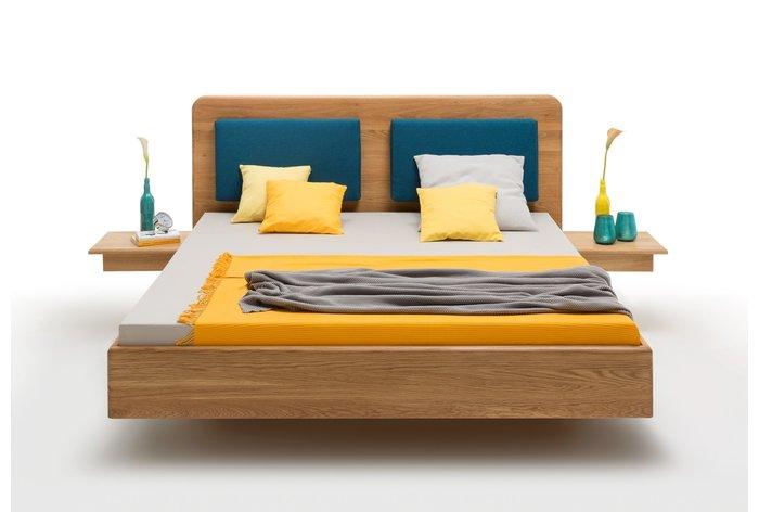 Vooraanzicht bed Almelo met aanhang nachtkastjes en kussens (tegen meerprijs verkrijgbaar)