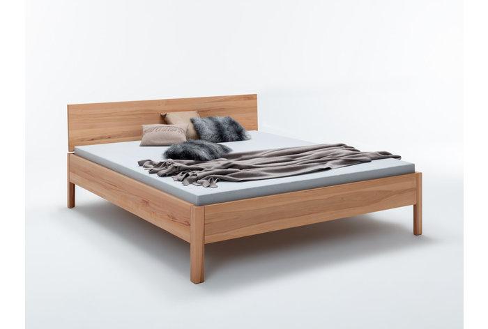 Kernbeuken bed met prachtige en unieke tekening in slank design