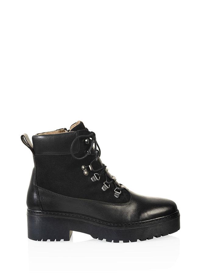 Boots Manhattan crust
