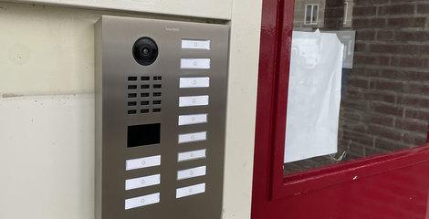 12-knops Doorbird installatie voor een VvE in Eindhoven