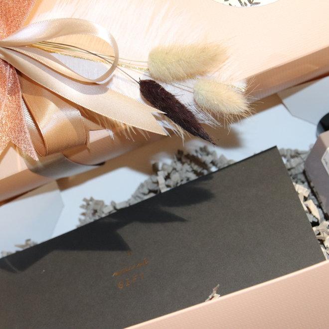 giftbox geschenkbon 25 euro met shower gel atelier rebul