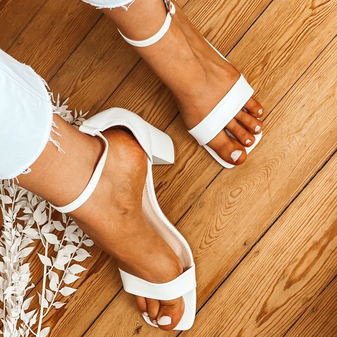 sandaal met dikke hak effen77-269
