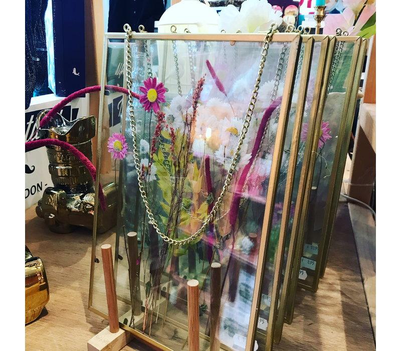 Droogbloemen in glazen lijst
