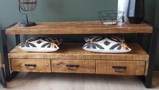 Een TV meubel is handig en sfeervol