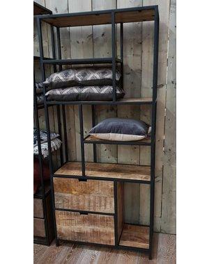 Wandrek metaal met mango houten planken en lades