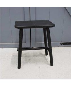 Kruk zwart met op het zitvlak een bilafdruk