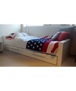 Geborsteld wit grenen bed 90 x 200 cm
