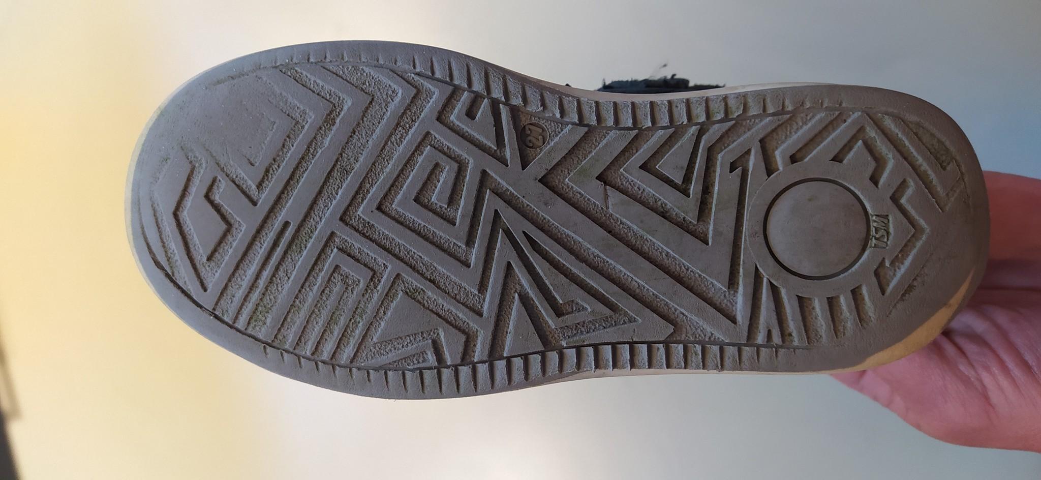Slijtage buitenkant hak en binnenkant tenen