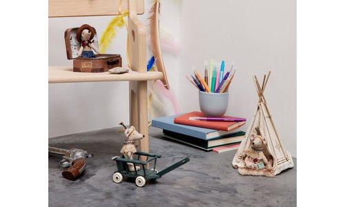 Dollhouse & accessories