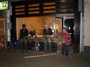 Een maand voor de opening van Loenatix v.l.n.r. James, Saartje, Sander en Nicoline