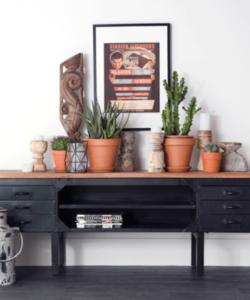 Industrieel TV meubel van metaal met houten blad