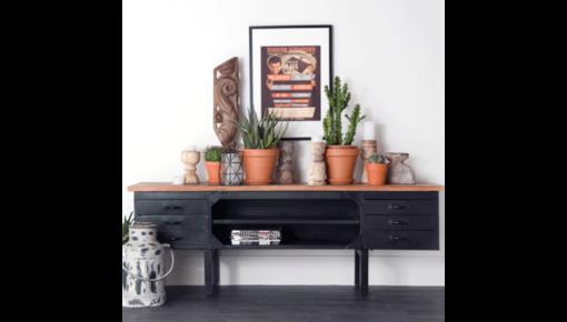 Een TV meubel is handig en sfeervol.
