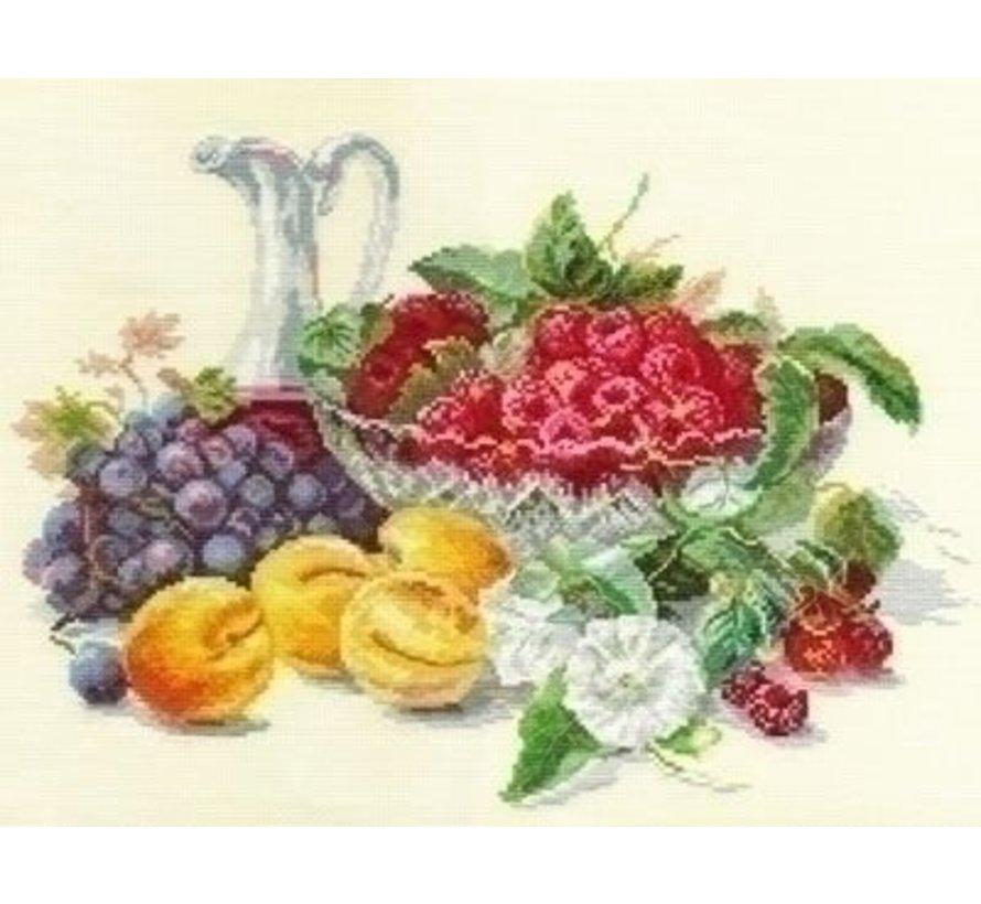 Alisa Apricots and Raspberries 05-010