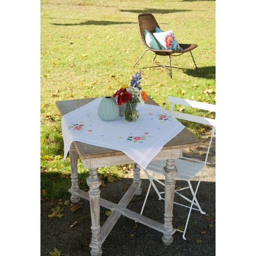 Vervaco Vervaco tafelkleed borduurpakket Lentebloemen met vlinders 0174589