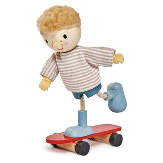 Tender Leaf Toys Popje Edward met skateboard | Tender Leaf Toys