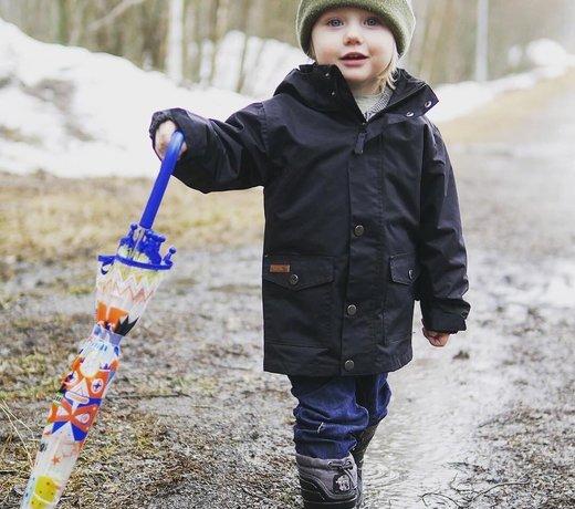 Een kinderparaplutje voor onderweg  naar school