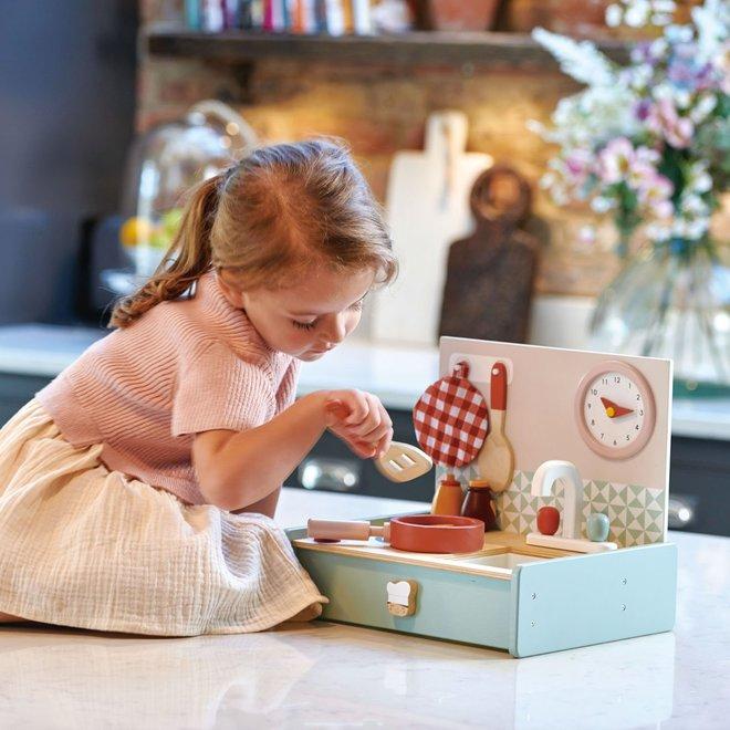 Draagbaar houten keukentje | Tender Leaf Toys