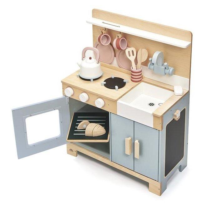 Houten keuken met accessoires