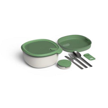 saladbowl with flatware set