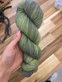 Mina Dyeworks Socksanity - 100gram=420m 75% wol 25% nylon - ''Aurora Green''