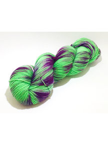 Mina Dyeworks Socksanity - 100gram=420m 75% wol 25% nylon - ''Electric Morse Code''