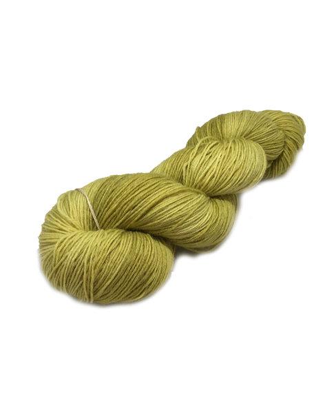 "Sticks & Cups Socksanity - 100gram=420m 75% wol 25% nylon - ""Khaki with a splash of lime"""