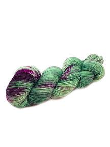 Mina Dyeworks Socksanity - 100gram=420m 75% wol 25% nylon - ''Cabrakan''