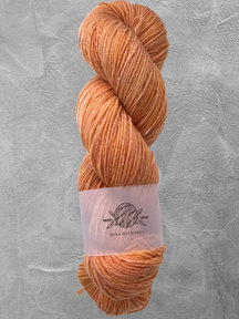 """Mina Dyeworks Wollin - """"Warmth"""" - 400m - 100g - 85% wool 15% linen"""