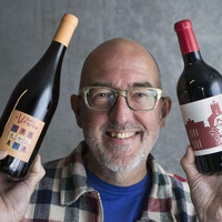 Mensen laten genieten van wijn