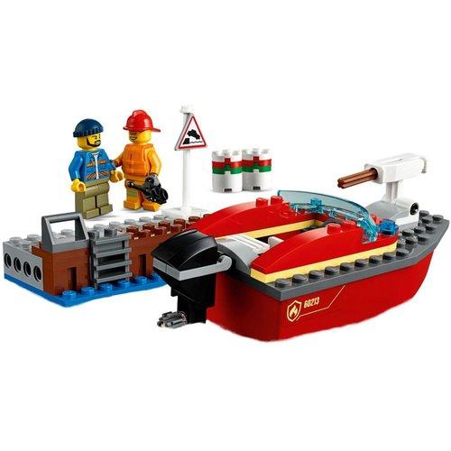 LEGO City 60213 Brand aan de kade