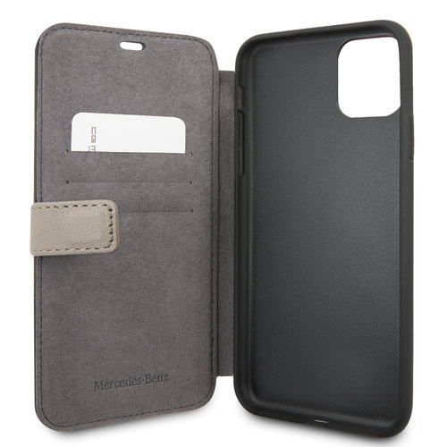 Mercedes-Benz Apple iPhone 11 Pro Max Bruin Mercedes-Benz Booktype hoesje Quilted Perf - Genuine Leather - MEFLBKN65DIQBR