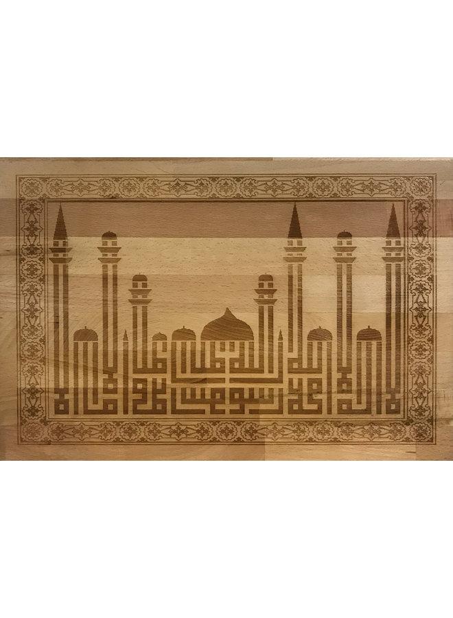 """Shahada"" caligrafia inspirada no estilo Kufi (horizontal);"