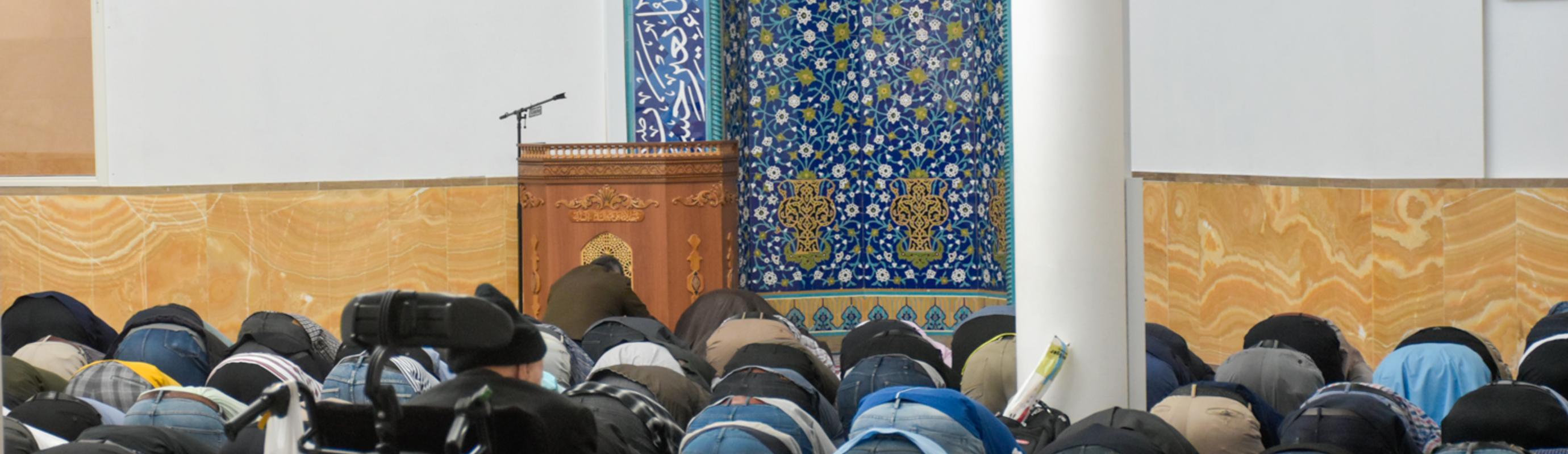 Luister hier naar opname van Maghrib en Isha namaz - salat..het gebeld wordt geleidt door Seyedzyaoddin Salehi Khansari.