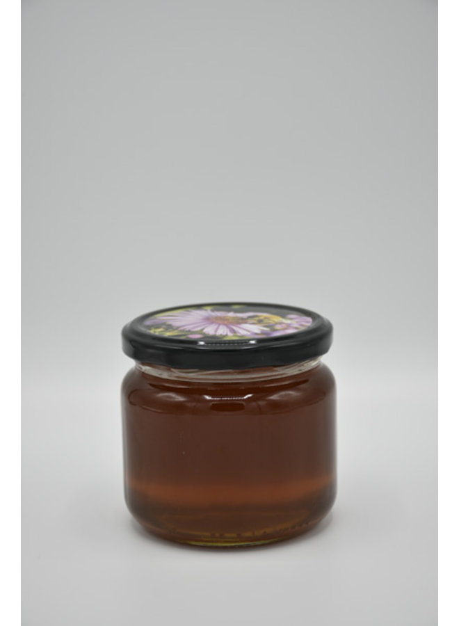 Chestnut honey without any form of additives of manipulations, just pure nature.