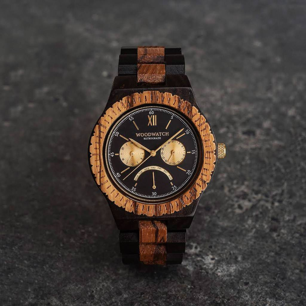 This premium designed watch combines unique wood types with a stainless-steel dial and backplate. The heart of the timepiece consists of an all new JR20 Retrograde movement, which features a 24-hour subdial, a date subdial, and an arc-shaped retrograde di