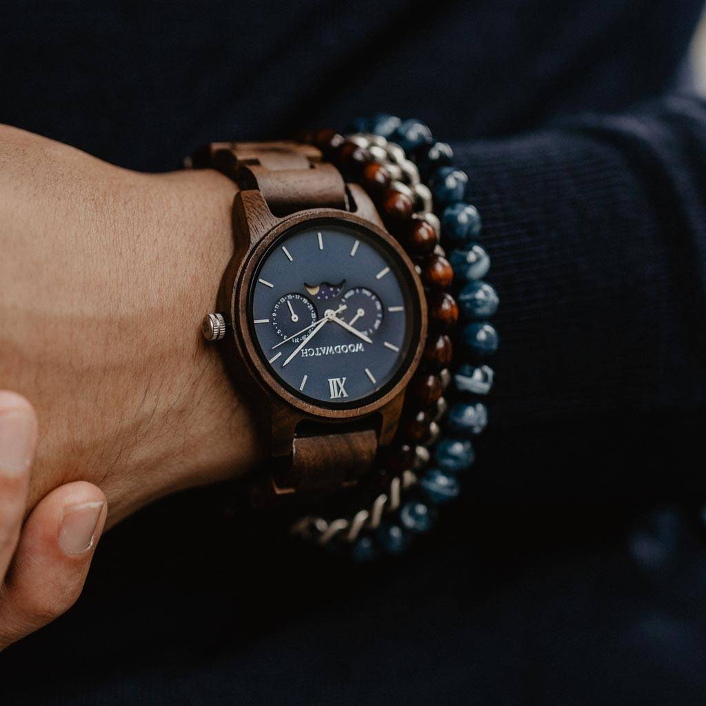 The CLASSIC Collection rethinks the aesthetic of a WoodWatch in a sophisticated way. The slim cases give a classy impression while featuring a unique a moonphase movement and two extra subdials featuring a week and month display. The CLASSIC Mariner is ma