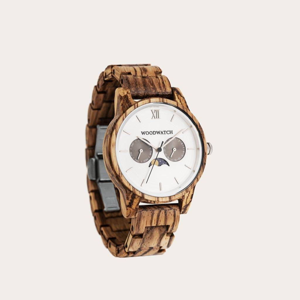 The CLASSIC Collection rethinks the aesthetic of a WoodWatch in a sophisticated way. The slim cases give a classy impression while featuring a unique a moonphase movement and two extra subdials featuring a week and month display. The CLASSIC Camo is made