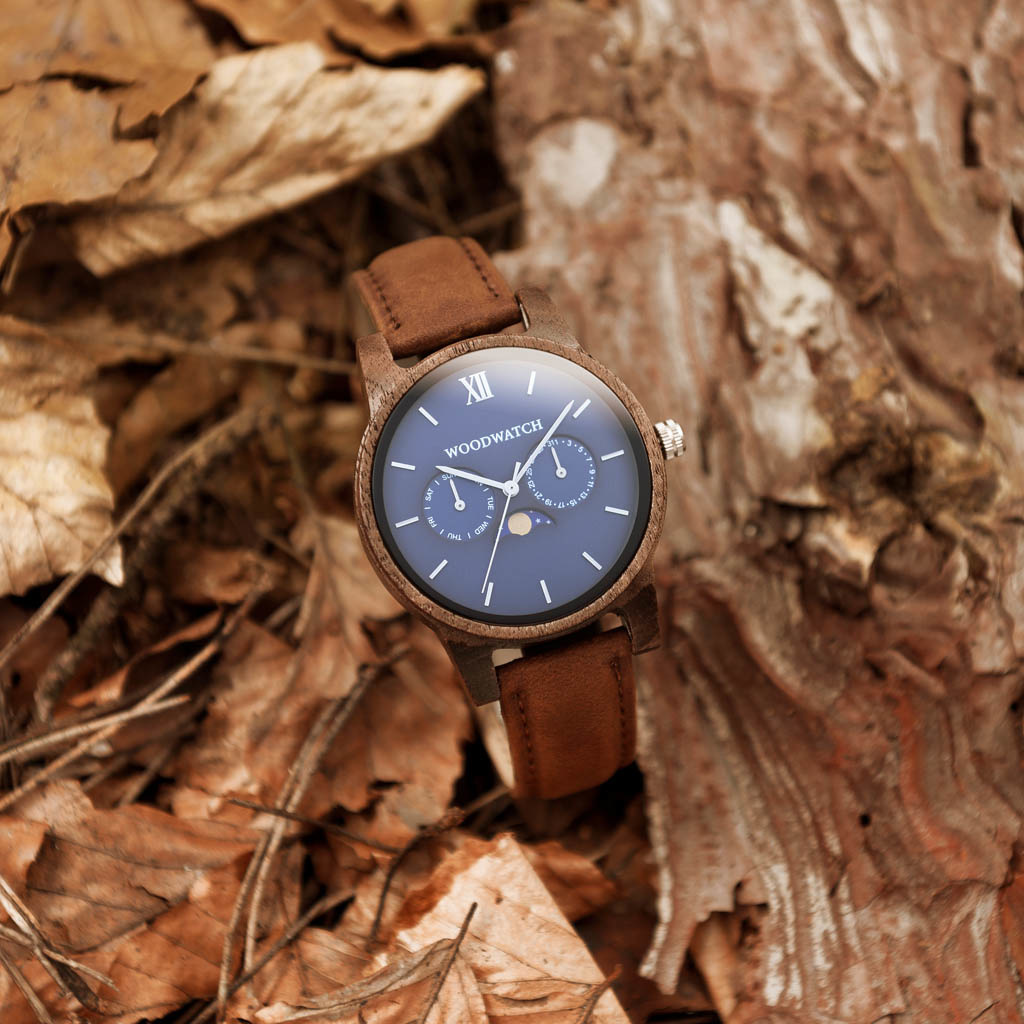The CLASSIC Collection rethinks the aesthetic of a WoodWatch in a sophisticated way. The slim cases give a classy impression while featuring a unique a moonphase movement and two extra subdials featuring a week and month display. The CLASSIC Mariner Pecan