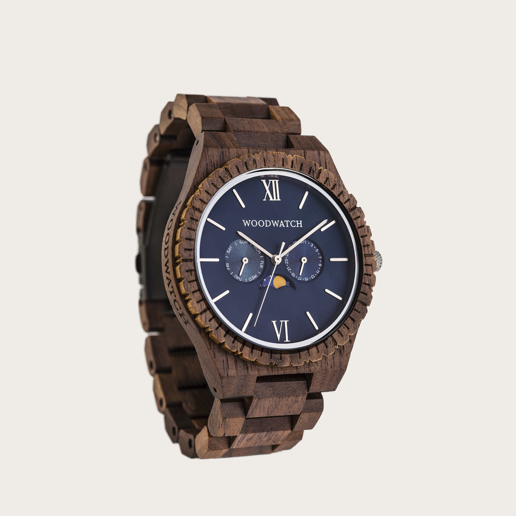 This premium designed watch combines natural wood type with a luxurious stainless steel dial and backplate. At the heart of the timepiece is a multi-function movement with two subdials featuring a week and month display. The GRAND Neptune is made of North