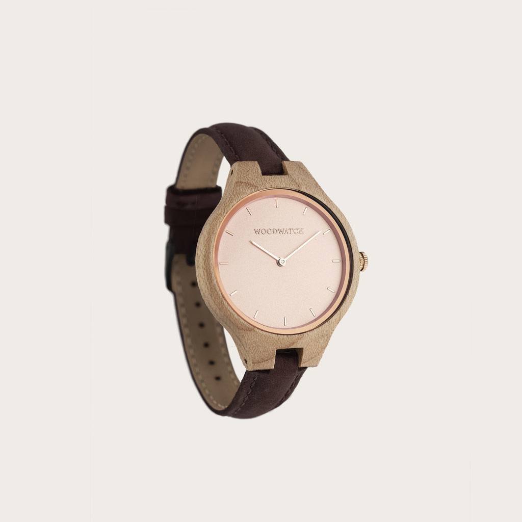 The AURORA Collection breathes the fresh air of Scandinavian nature and the astonishing views of the sky. This light weighing watch is made of Canadian Maplewood, accompanied by a light stainless-steel dial with rosegold details.<br /> The watch is available w