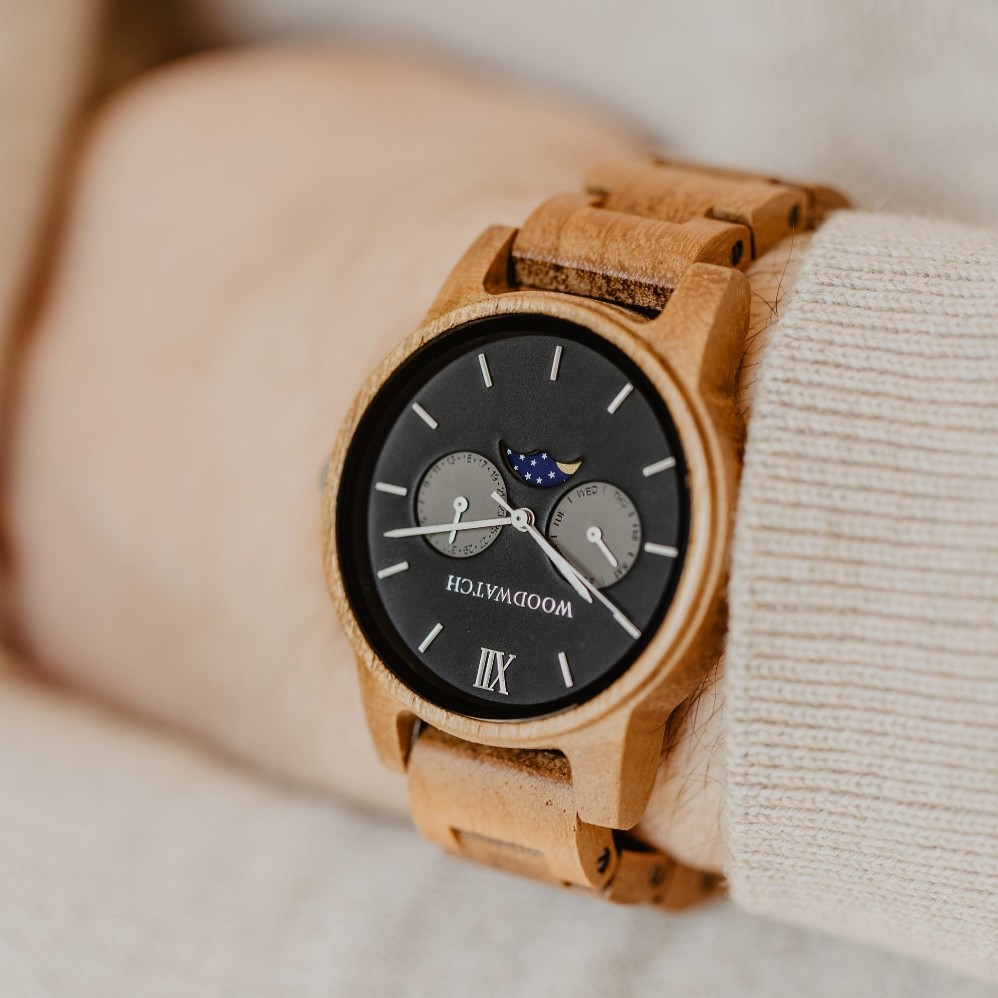 The CLASSIC Collection rethinks the aesthetic of a WoodWatch in a sophisticated way. The slim cases give a classy impression while featuring a unique a moonphase movement and two extra subdials featuring a week and month display. The CLASSIC Maverick is m