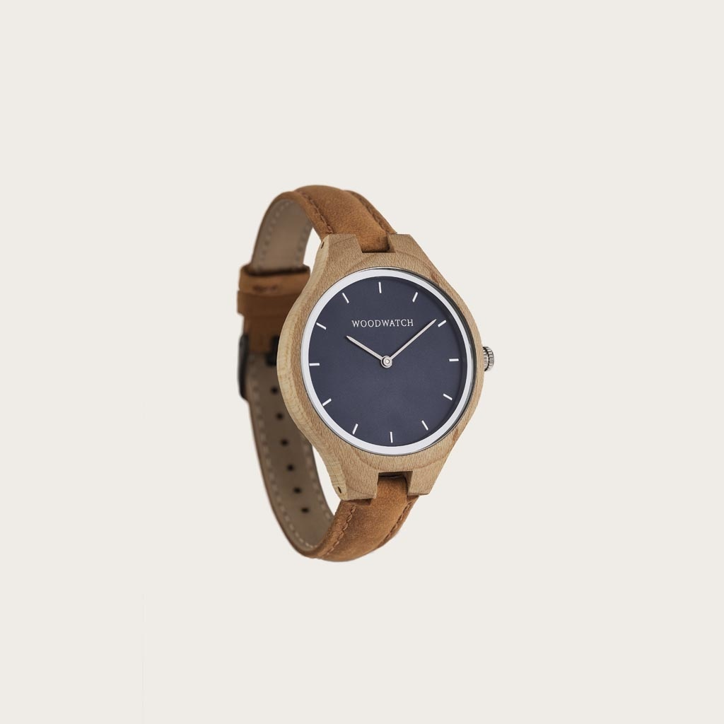 The AURORA Collection breaths the fresh air of Scandinavian nature and the astonishing views of the sky. This light weighing watch is made of Canadian Maplewood, accompanied by a blue stainless-steel dial with silver details.