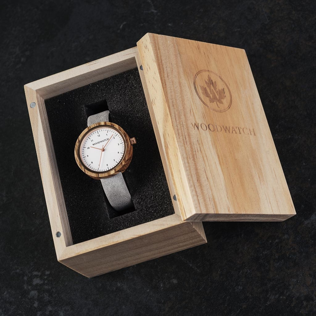 Inspired by contemporary Nordic minimalism. The NORDIC Oslo features a 36mm diameter white zebra wood case with white dial and rosegold details. Handmade from sustainably sourced wood combined with an ultra-soft grey sustainable vegan leather strap.