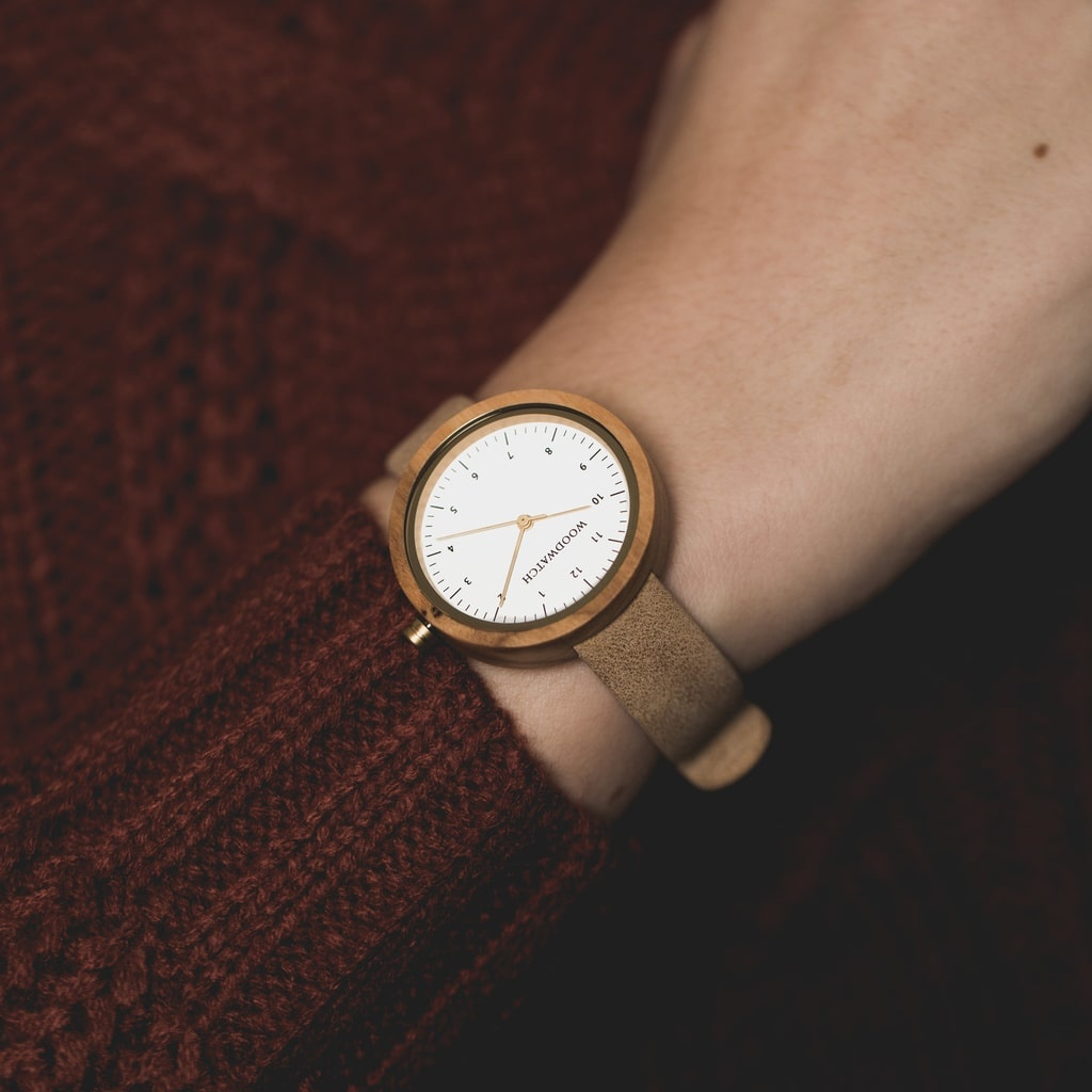Inspired by contemporary Nordic minimalism. The NORDIC Copenhagen features a 36mm diameter white olive wood case with white dial and gold details. Handmade from sustainably sourced wood combined with an ultra-soft beige sustainable vegan leather strap.