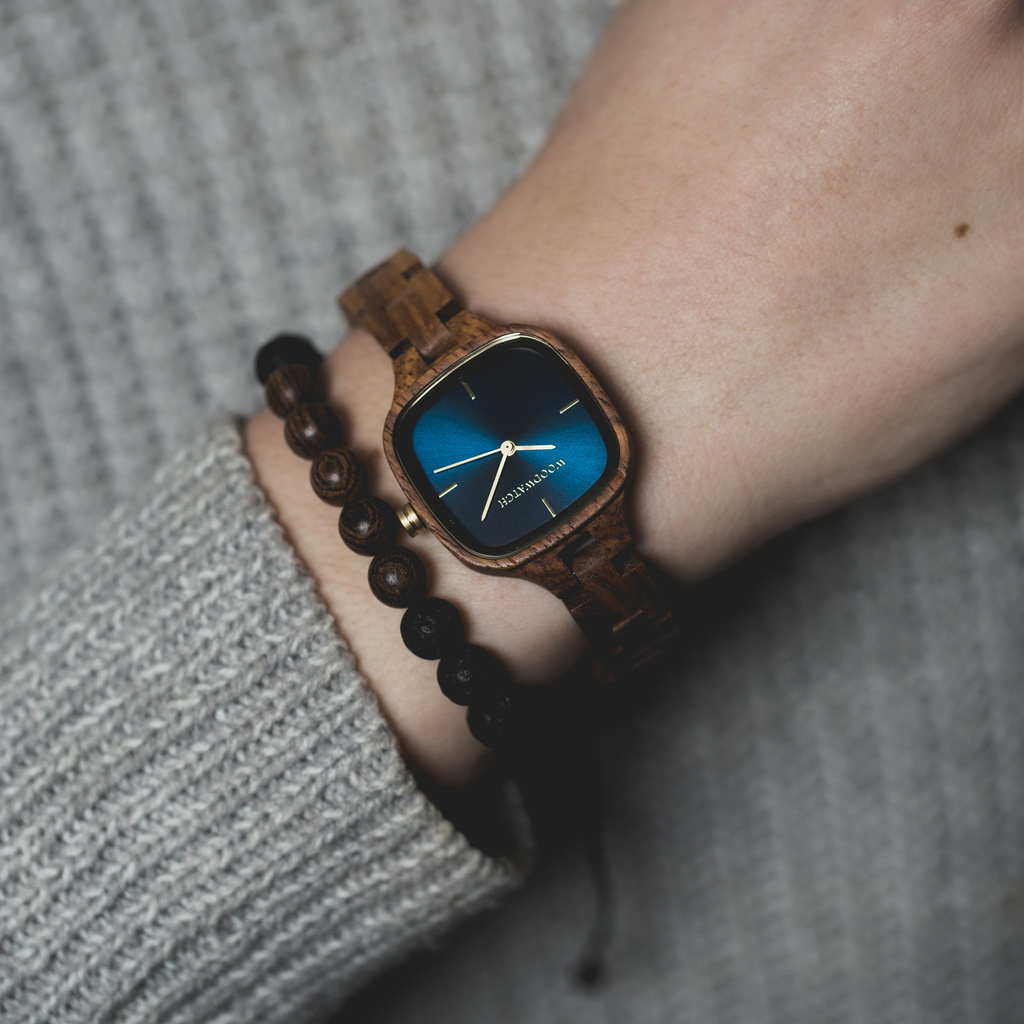 The CITY Starlight features a 30mm square case with a dark navy blue dial and golden details. The watch band consists of natural kosso wood that has been hand-finished to perfection and to create our latest small-band design.