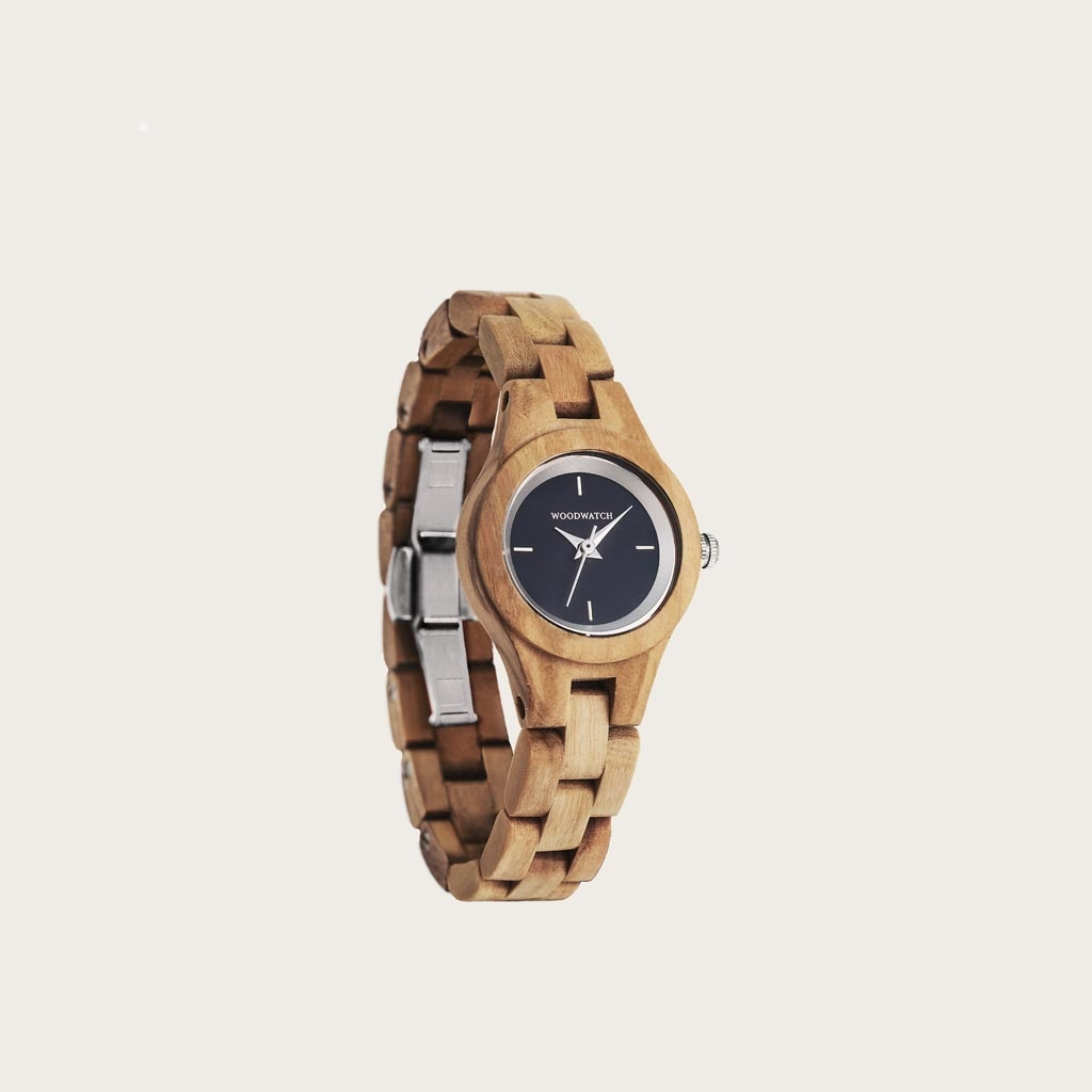 The Iris watch from the FLORA Collection consists of soft olive wood that has been hand-crafted to its finest slenderness. The Iris features a midnight blue dial with silver colored details.