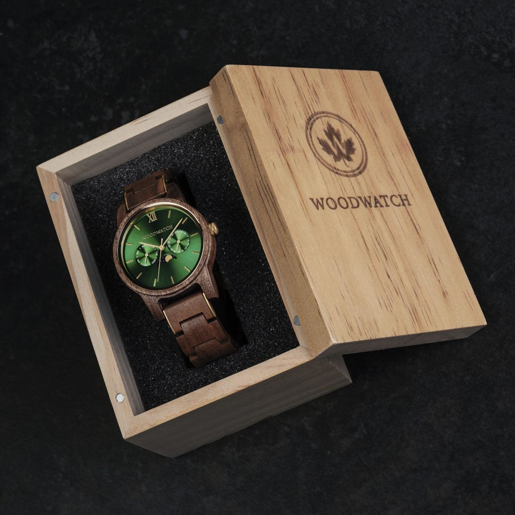 The CLASSIC Collection rethinks the aesthetic of a WoodWatch in a sophisticated way. The slim cases give a classy impression while featuring a unique a moonphase movement and two extra subdials featuring a week and month display.The CLASSIC Hunter is mad